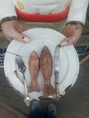 Restaurant Zingst, Bronze Fisch, Kaffeepott Gastronomie Zingst